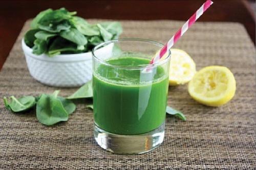 Nước ép cải bó xôi tốt cho sức khỏe.