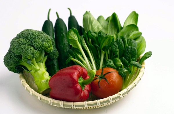 Các loại rau xanh, cà chua, ớt đỏ rất giàu Kali - chất điện giải cần thiết trong cơ thể.